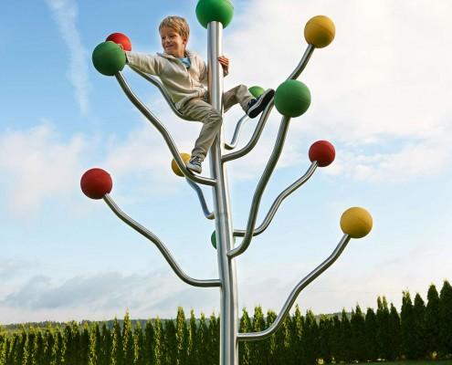 Klettergerüst ramus mit kletterndem Kind