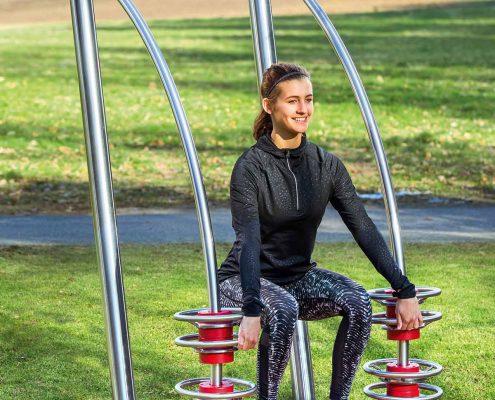 outdoor-fitness-squat photo2