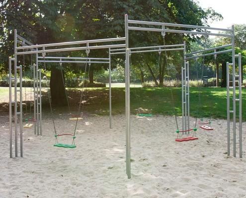 Schaukel seta auf einem Spielplatz