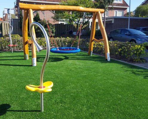 Spielplatzgeräte von stilum auf einem niederländischen Spielplatz